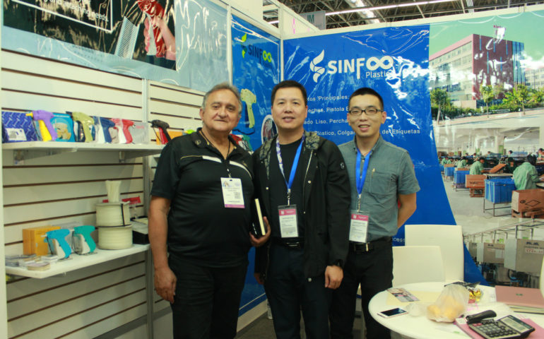 Jass Li with customers - The International Fashion Trade Show in Mexico
