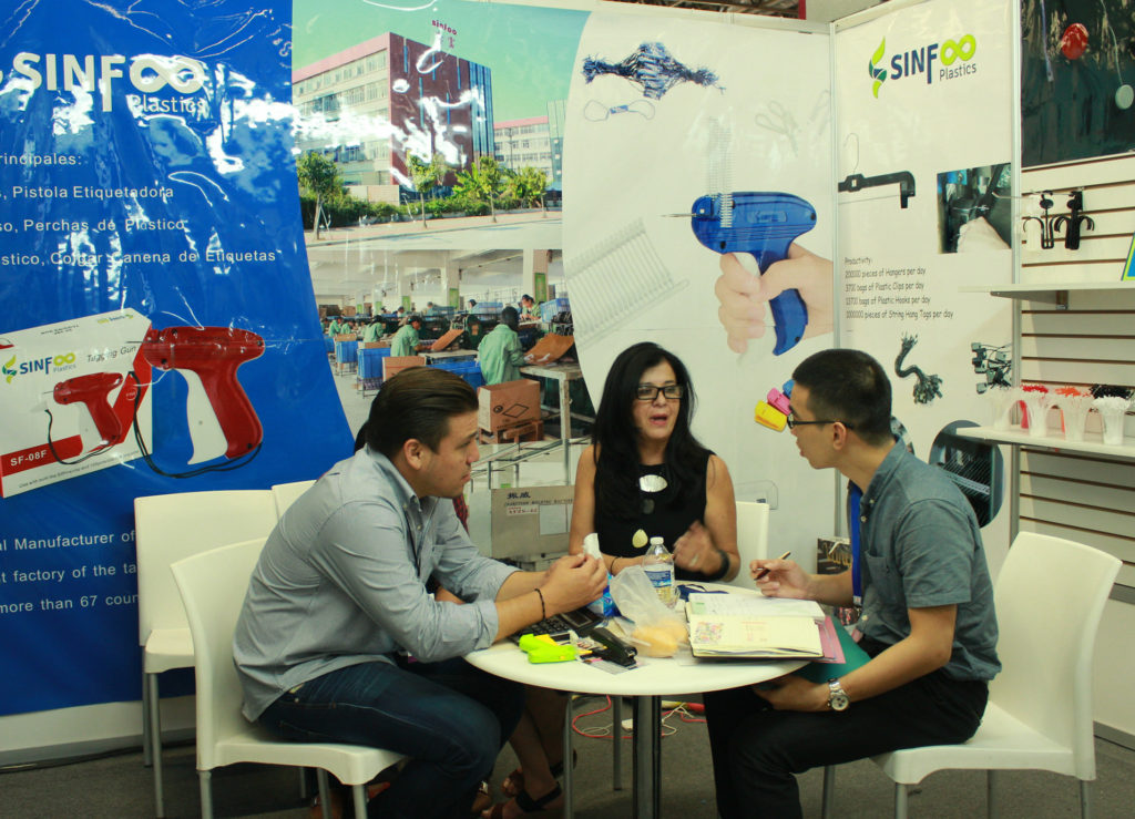 Nick meeting with customers in the IM Trading Show in Mexico 2017