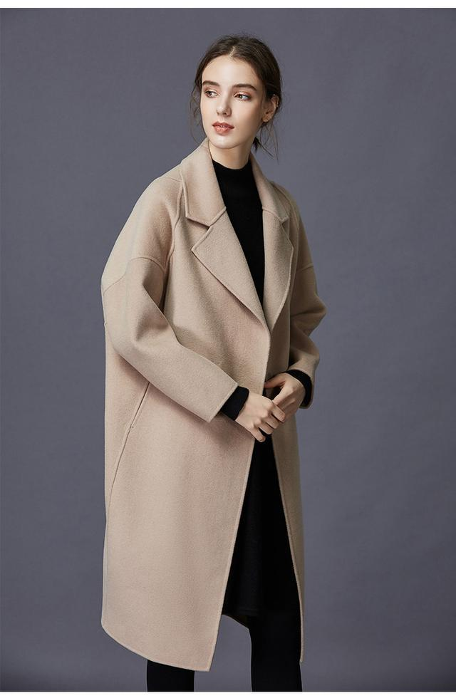 Cashmere coats are stained, pilling and smelly. Learn from her and you can clean them as new without washing them.